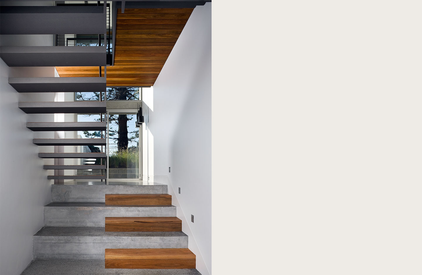 Bilgola beach residence tzannes for Void architecture definition